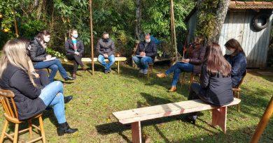 Equipe da SUREG conhece cooperativas escolares em Sinimbu