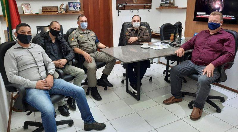 Comandante Regional recebe lideranças para tratar sobre policiamento em Rio Pardinho